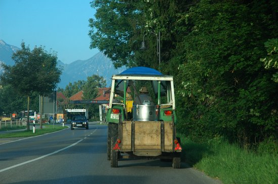 Strada Romantica, Germania: slow traffic sometimes :)
