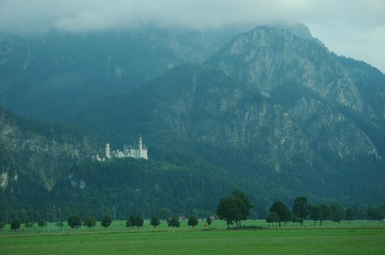 Romantic Road, Duitsland: neuschwanstein castle from road