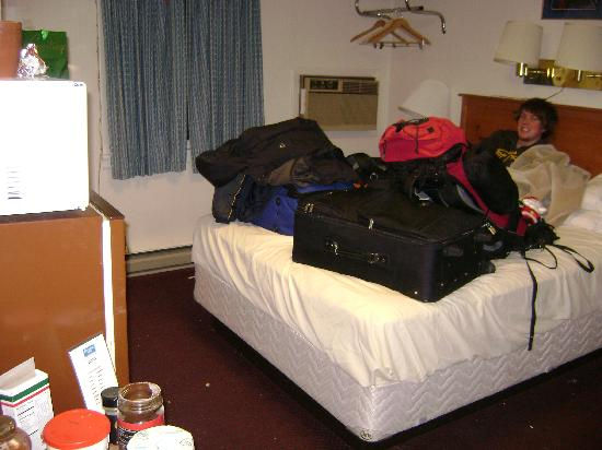 Rodeway Inn: packing up