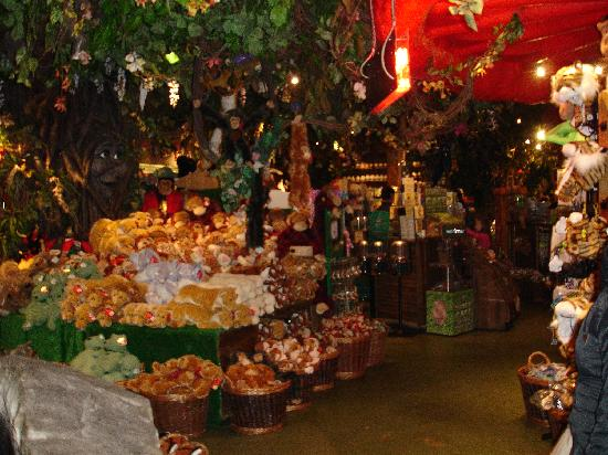 The upstairs shop picture of rainforest cafe london for Rainforest londra