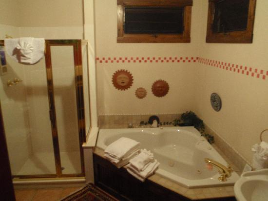 Black Dog Inn: Sundance Suite bathroom