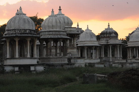 Udaipur, India: Cimitero del Maharatsha