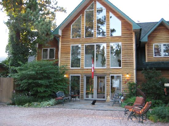 Coyote Blues Village B&amp;B: front