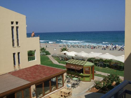 Iperion Beach Hotel: View of the beach from our Balcony
