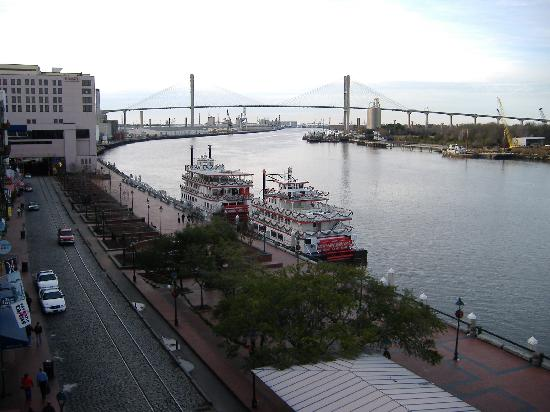 River-street-and-savannah
