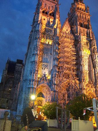 Citotel Criden: cathedral of tours, lit up at night