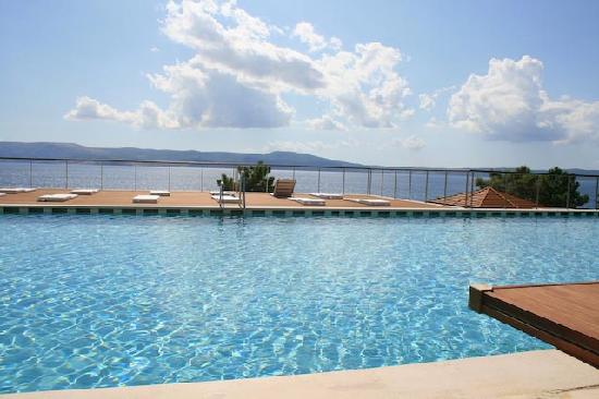 Novi Spa Hotel &amp; Resort: Pool mit Blick auf Meer und Insel Krk