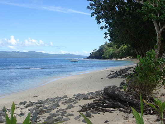 Qamea Island, Fiji: view of the beach down the narrow strip - notice there are no sunbathers
