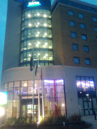 Holiday Inn Express London-Newbury Park: The Hotel--Outside, Night View