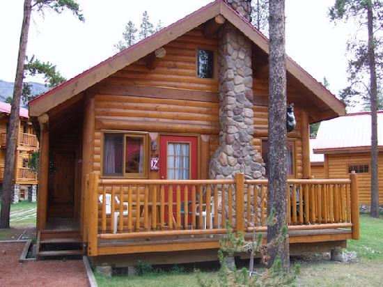 The trappers cabin picture of baker creek mountain for Lake louise cabin rentals