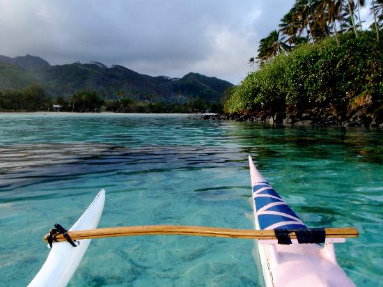 Avarua, Cookinseln: A quiet paddle around motu Taakoka