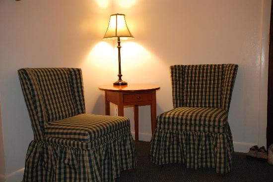 Willows Motel: The sitting area in the room