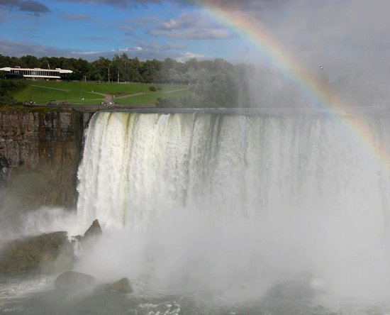 Cataratas del Nigara, Canad: Die Sonne kam und damit die Regenbogen