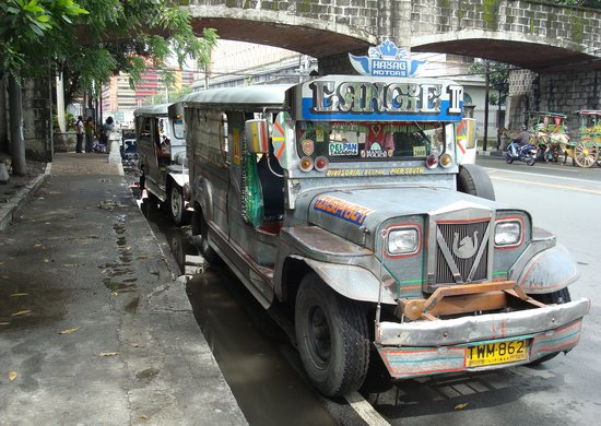 Makati, Philippinen: A couple of Jeepneys in Old Manila.
