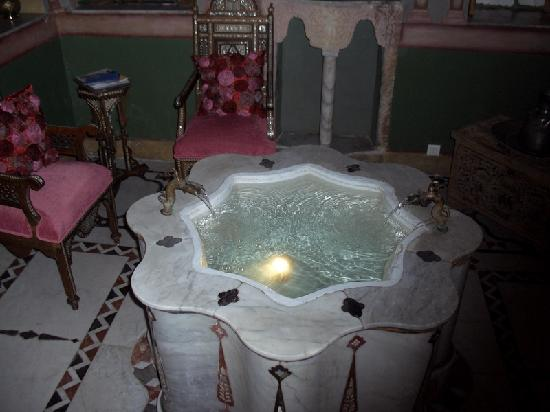 Beit Al Mamlouka: The fountain in our bedroom