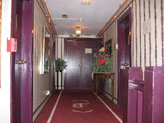 Brook Forest Inn and Spa: haunted hallway