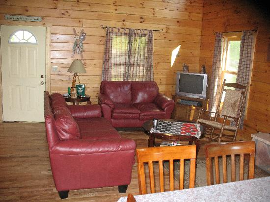 Honeybee Cabins: living room looking from back door
