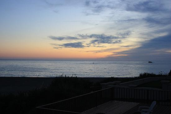 Lowden's Beachfront Bed & Breakfast : Beautiful Oregon Coast sunset