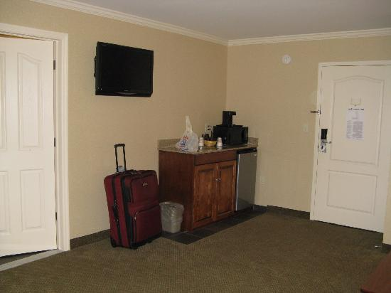 Clarion Inn &amp; Suites: Kitchen corner
