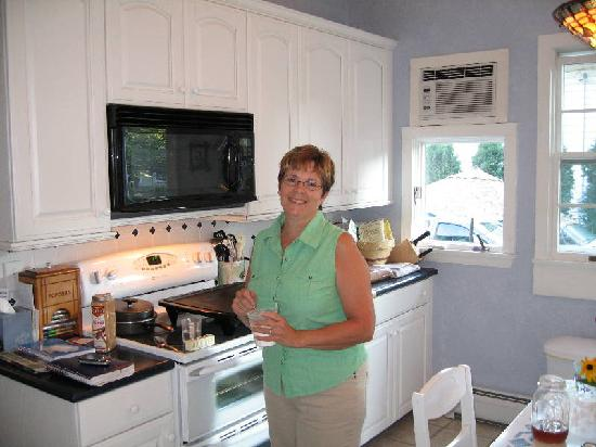 Echoes of the Glen Bed & Breakfast: Barb in the Kitchen