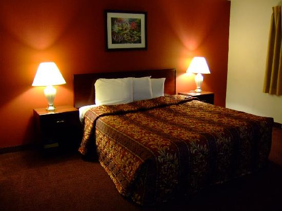 Norwalk, CA: The bed room (it has it's own entry to!)