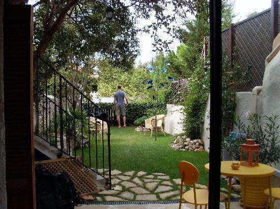 The garden picture of le petit jardin marseille for Restaurant le jardin marseille mazargues
