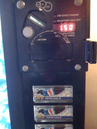 Pear Tree Inn San Antonio Airport: Soda machine ($1.50 for a 20oz soda)