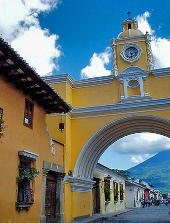 Antigua, Guatemala: Santa Clara Arc, colonial Arquitecture.