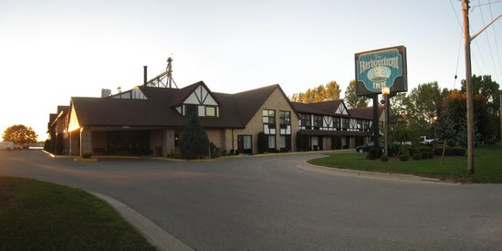 Sarnia, Canada : Front view of the Inn