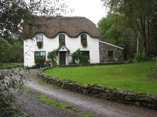 ‪Lissyclearig Thatched Cottage‬