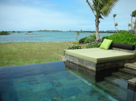 Fsmru paths and beautiful landscaping picture of four for Garden pool villa four seasons mauritius