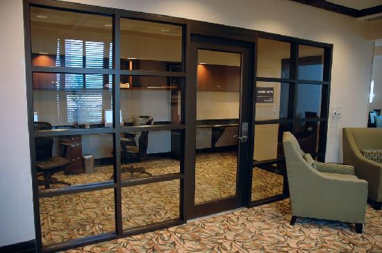 Hampton Inn & Suites National Harbor/Alexandria Area: Hampton Inn Oxon Hill business center (free)