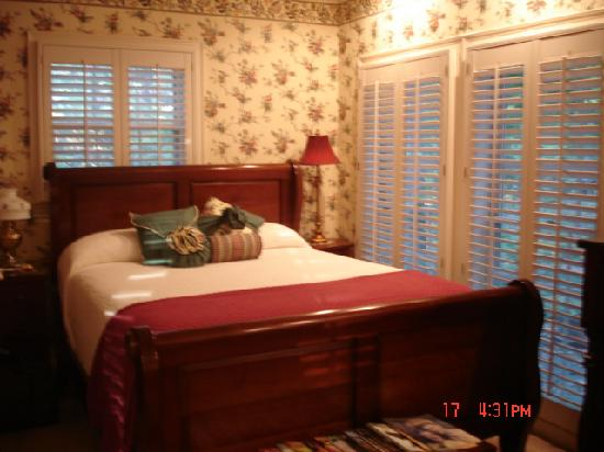 East Hills Bed and Breakfast Inn