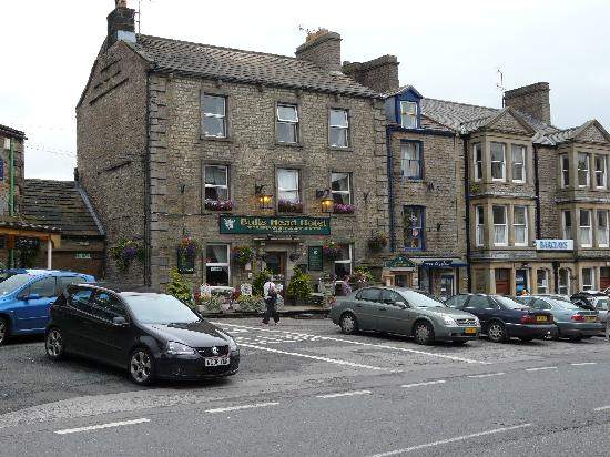 Hawes, UK: Front view of Bulls Head Hotel