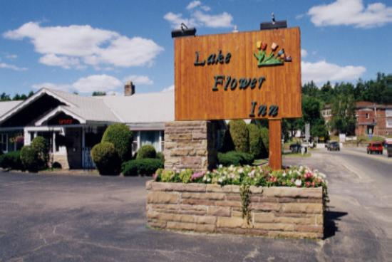 ‪Lake Flower Inn‬