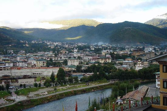Butão: 7 AM Thimphu view from River View Hotel room balcony