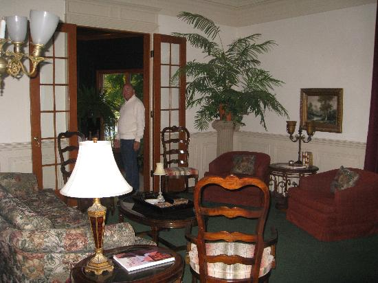 Chesny&#39;s Keswick Manor: Living Room at Keswick Manor