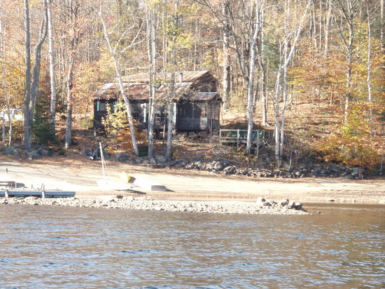 Indian Lake, Nueva York: Cedar Cabin from canoe