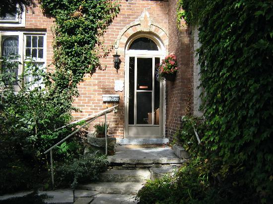 The Highland Manor: Side Entrance