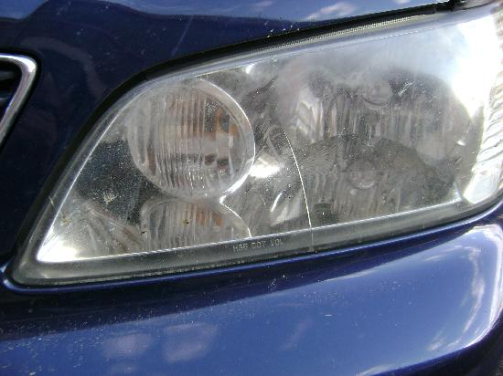 Econo Lodge Takoma Park: Broken headlight