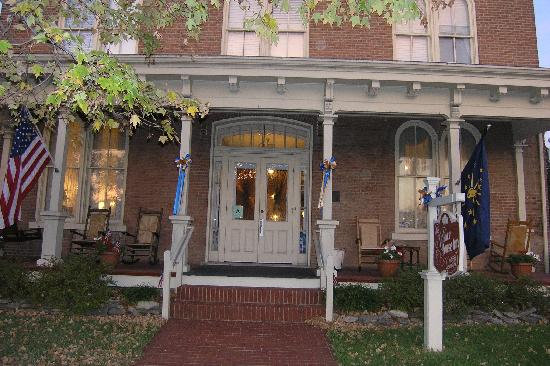 Kintner House Inn: Front porch facing Capitol St
