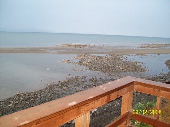 Alaska Beach House: Tide receding  in front of Beachhouse