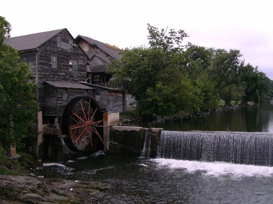 All Season Suites: The Old Mill Pigeon Forge