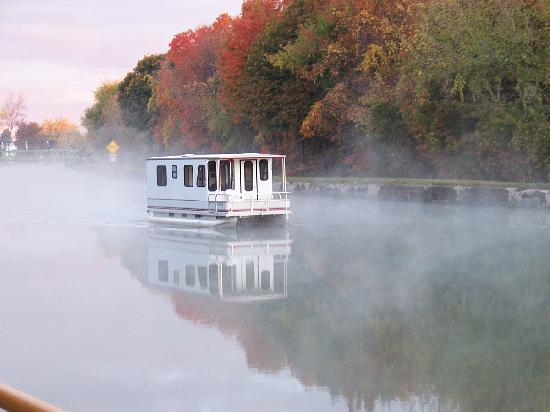 Rosewood Bed and Breakfast: walk along the Erie Canal
