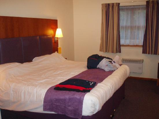 Premier Inn Leicester North West: habitacion