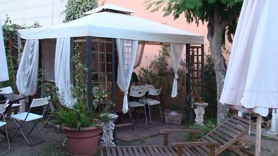 Girasolereale Rome Bed and Breakfast: Gazebo dîner extérieur