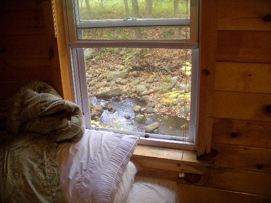 Valley Brook Inn &amp; Cottages: the babling brook outside my bed!!!