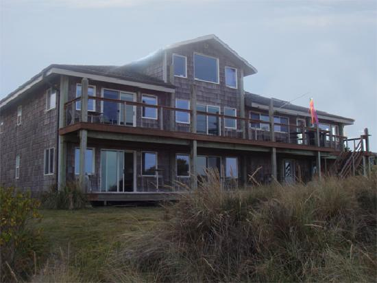 Sea Spirit House Bed and Breakfast: Sea Spirit House from the dunes.