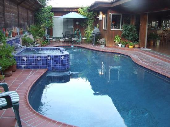 Holiday House Bed &amp; Breakfast: Great jacuzzi especially at night