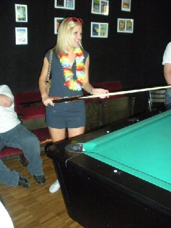 Heart of Gold Hostel: playing some pool